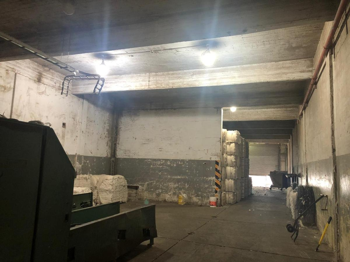 galpón industrial con frente a 3 calles   2871 m² cub - zona universidad la matanza - san justo