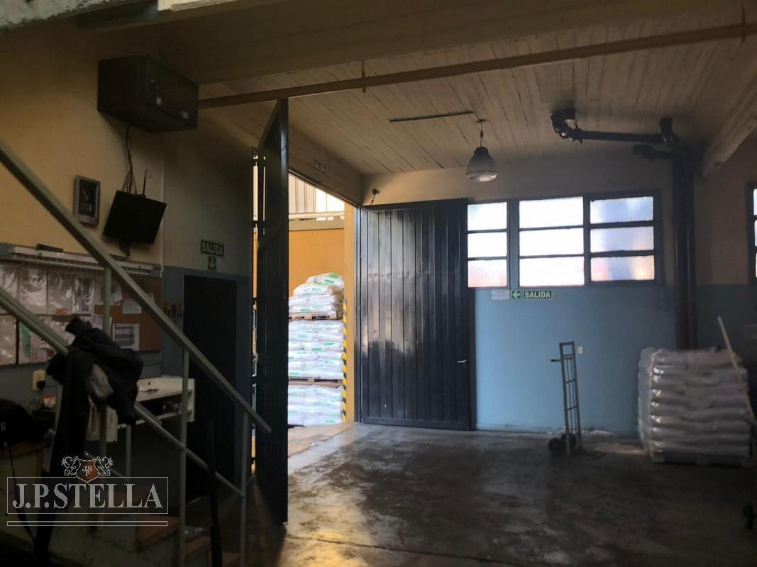 galpón industrial de losa y techo de chapa 1600 m² cub.- san justo