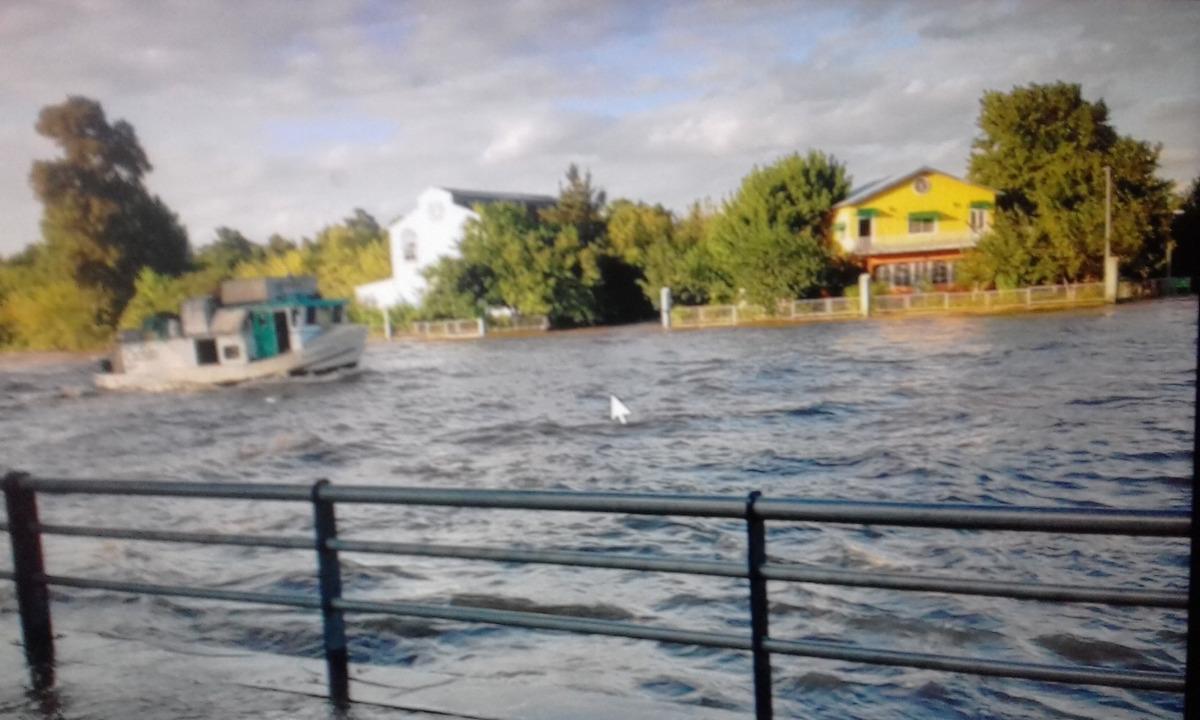 galpon isla terrenos fraccion sobre rio lujan frente a museo