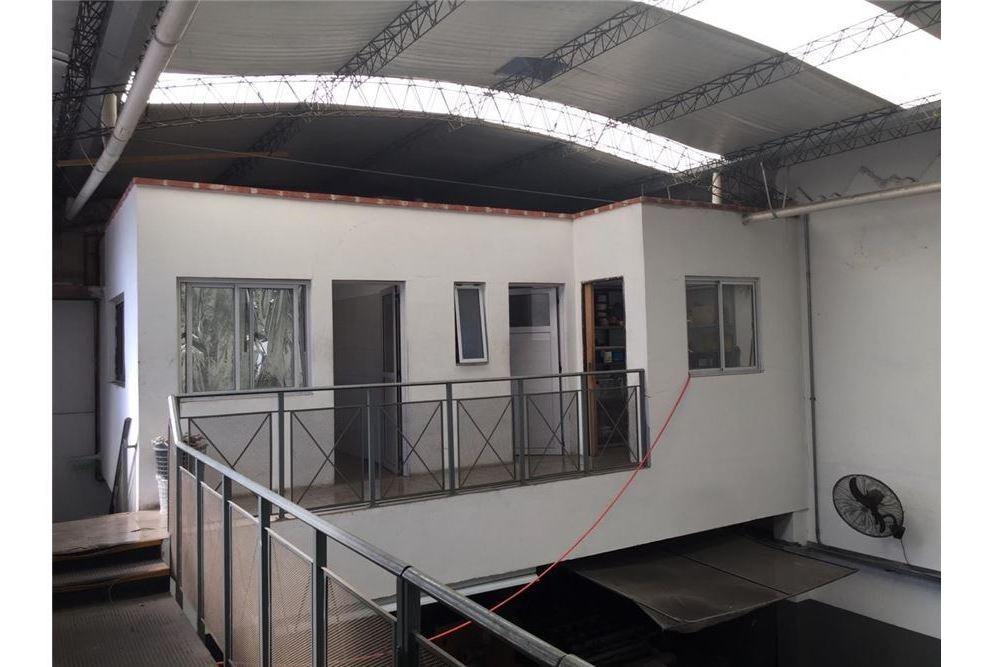 galpon sobre lote 8,67 m2  frente x 30.31 m2 fondo