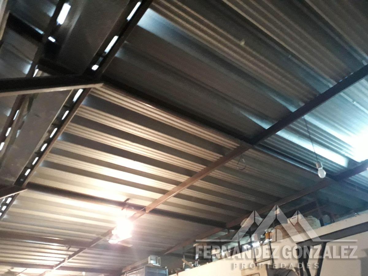 galpón sobre lote propio de 173 m2 cubiertos. a media cuadra