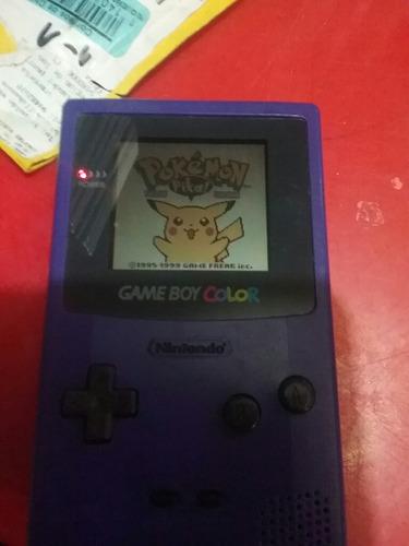 game boy color con detalle + juego pokemon yellow