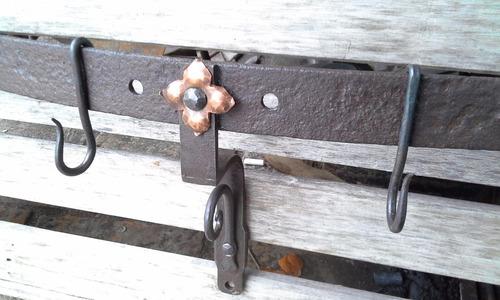 ganchera en hierro forjado ,flor de cobre,cocina o barbacoa