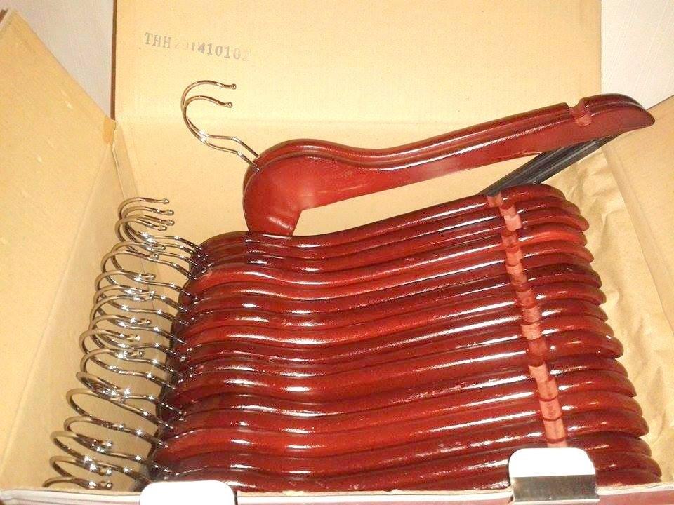 Ganchos de madera 40 pzas colgar pantalones sacos vestidos for Madera para colgar ganchos
