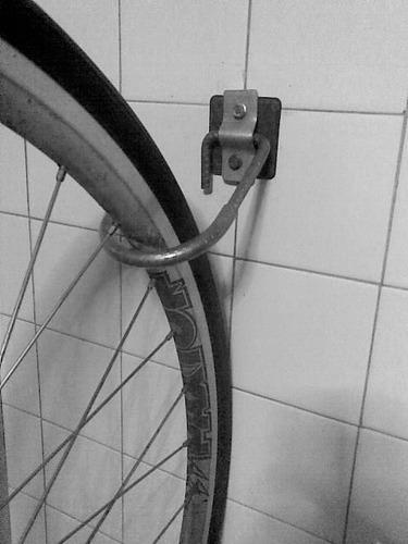 ganchos para colgar bicicletas y mas.