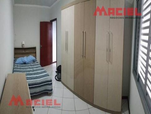 garagem ampla - portas em jatoba - 3 dorm
