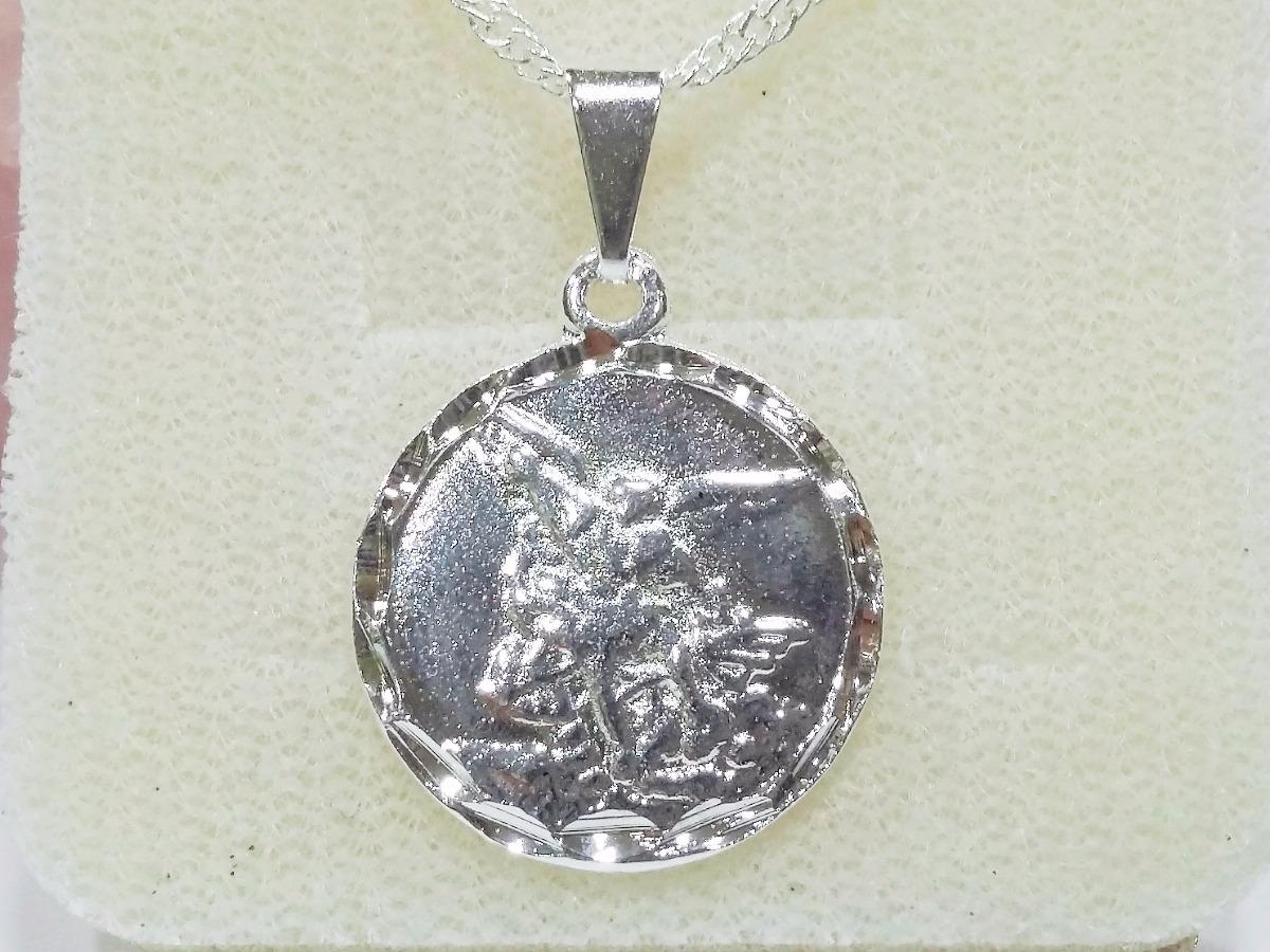 c03e0844a0a73 gargantilha delicada medalha são miguel arcanjo folh prata. Carregando zoom.