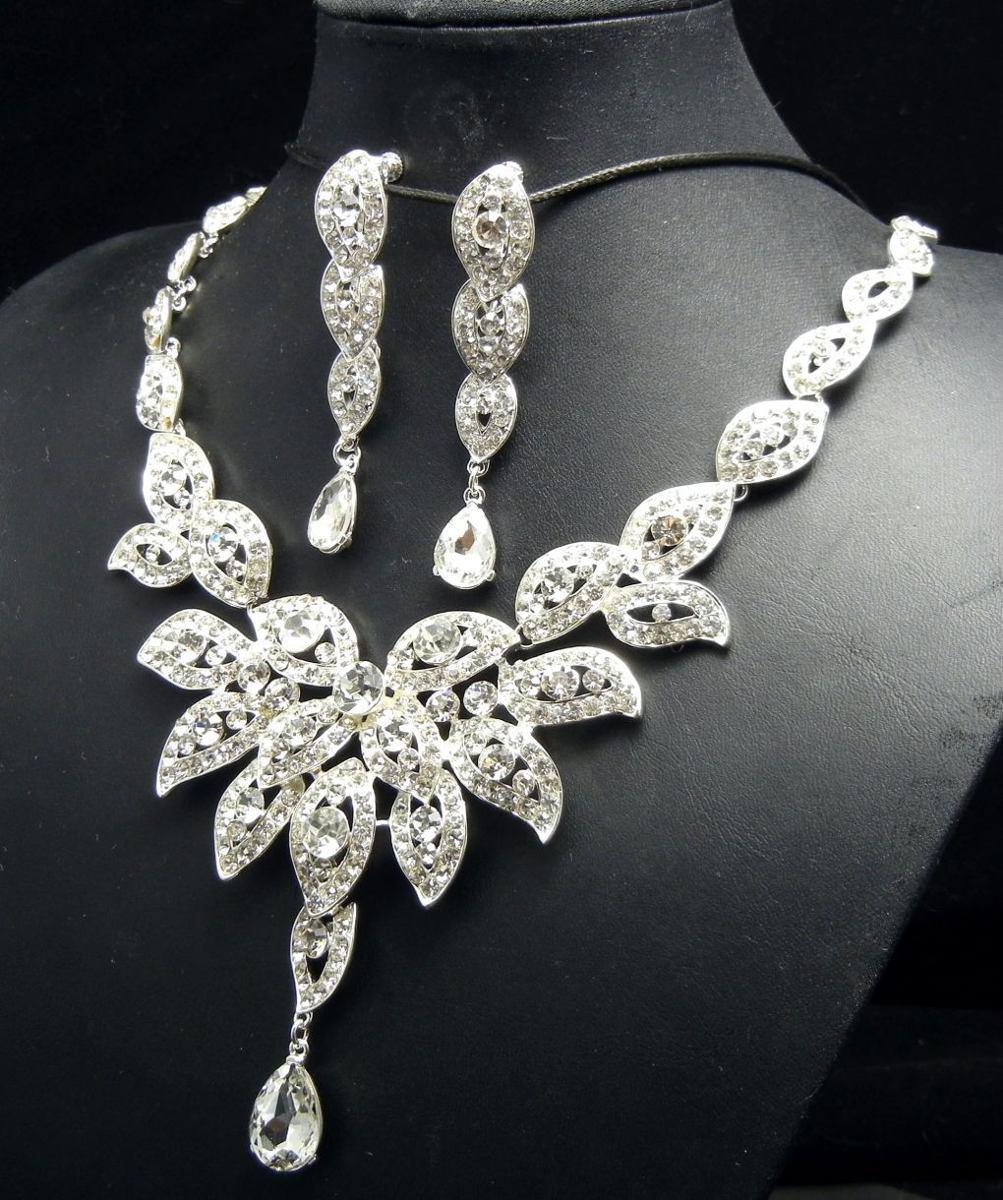 Gargantilla aretes tiara flor hoja cristal austria for Joyas banadas en rodio