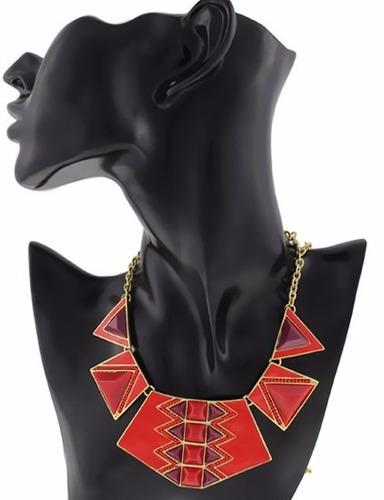 gargantilla chapada en oro con adorno rojo y morado