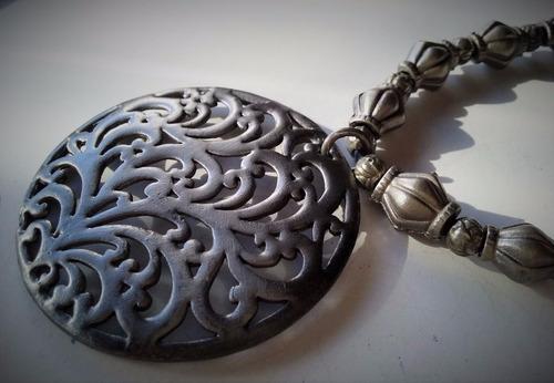 gargantilla con medallón medieval y fornituras 03020