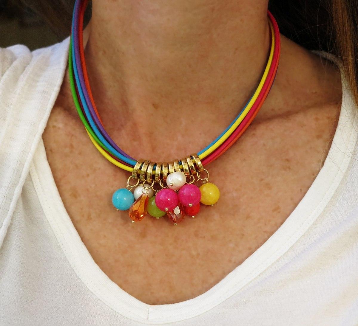 a9753a6918e2 Gargantilla De Caucho Con Cristales Y Hojas. -   135.00 en Mercado Libre