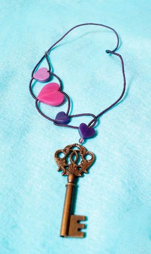 gargantilla princesa corazones y llave morada rosa