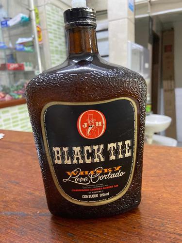 garrafa de wisk black tie
