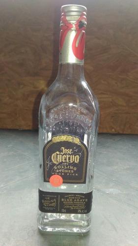 garrafas de tequila vazia