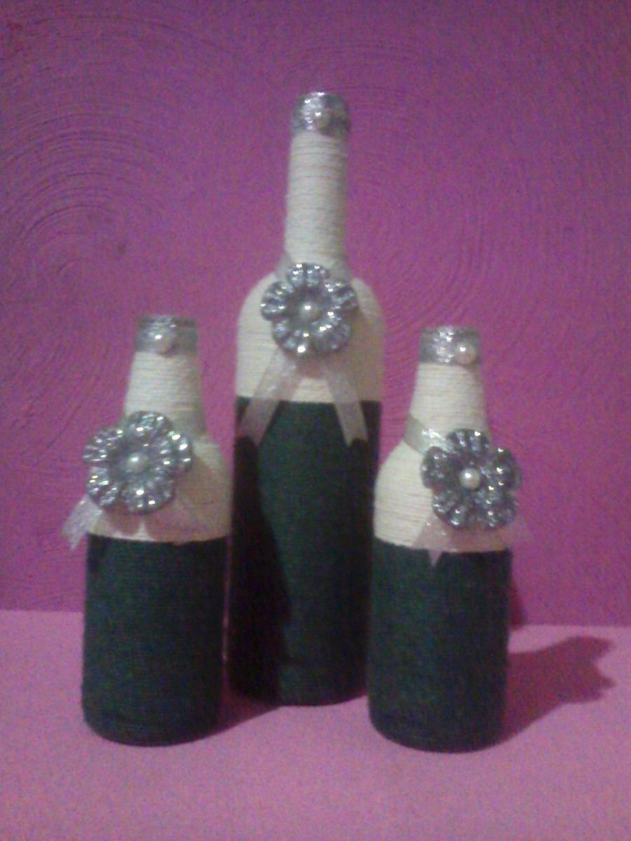 garrafas decoradas com barbante e flores em