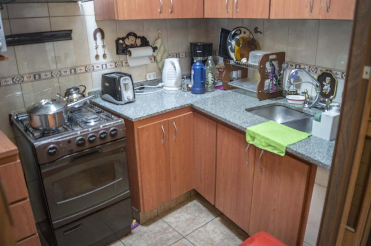 garzon 3600  excelente casa lote propio de 5 ambientes en  parque avellaneda