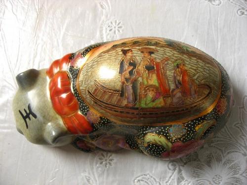 gato em porcelana chinesa pintura á mão e alto relevo