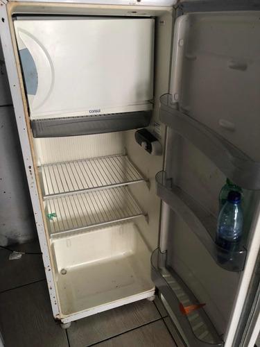 geladeira usada , ela gela super bem ..
