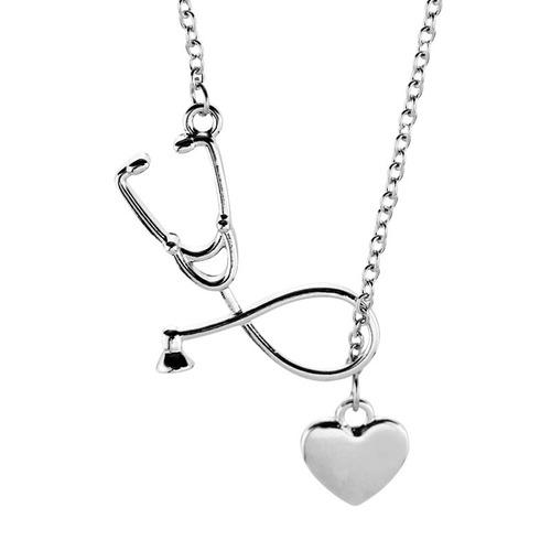 genial collar de estetoscopio y corazon envio incluido