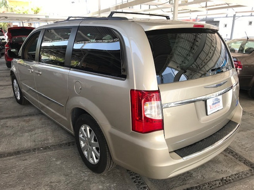 gf chrysler town & country 3.6 touring mt