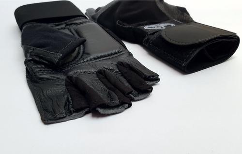 gimnasio hombre guantes