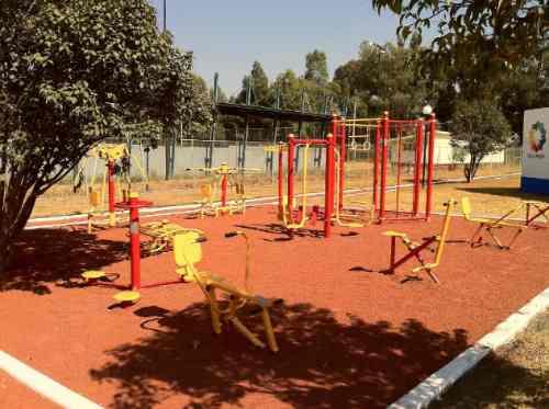 Gimnasios al aire libre juegos para ni os mobiliario for Peces para estanques al aire libre