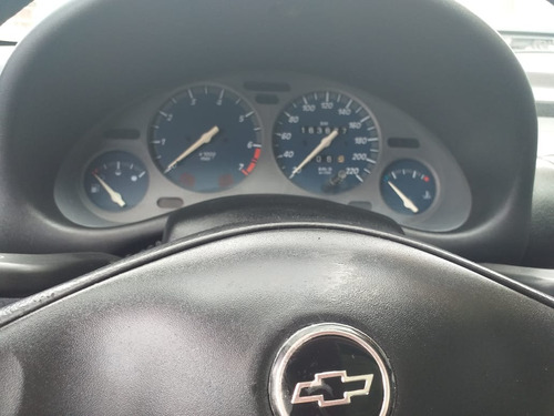 gm corsa sedan 1.0 financiamos com score baixo