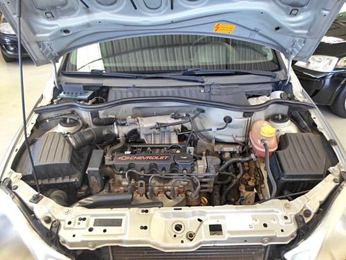 gm - corsa sedan 1.0 joy  2005 frente montana