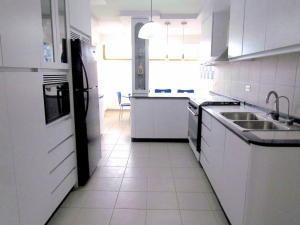 gm venta de apartamento en terrazas del club hípico 18-16915