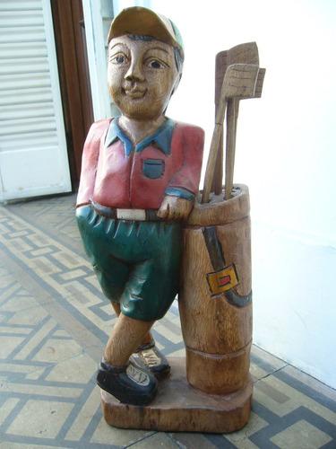 golfista tallado en madera maciza