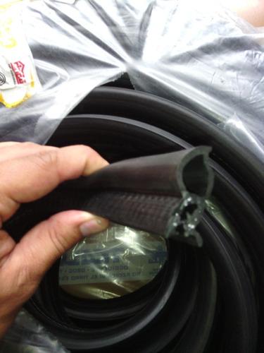 goma de puerta y maleta granada