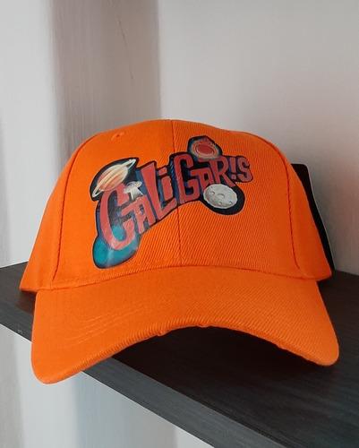 gorra anaranjada, universo