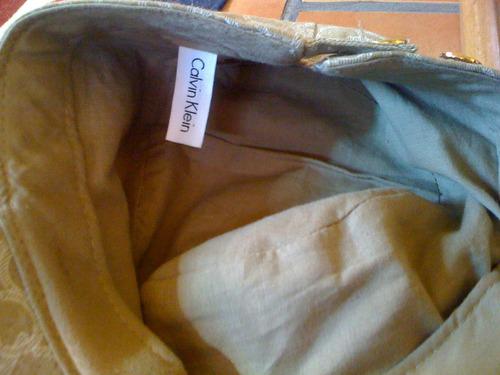gorra calvin klein seminueva