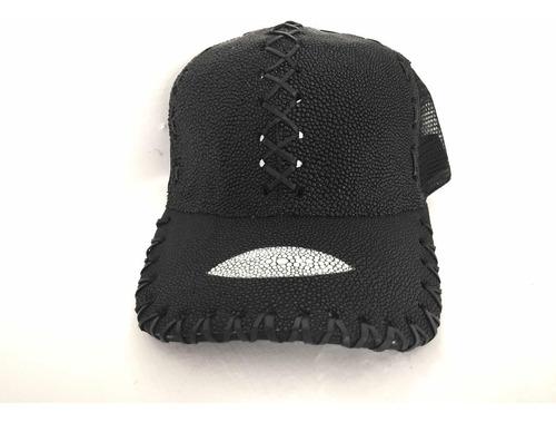 gorra en piel de mantarraya, piel exótica, tipo cuadra