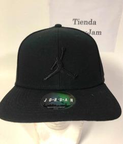 7df26c6752a8 Gorra Jordan Flight Black-black. Tienda Space Jam
