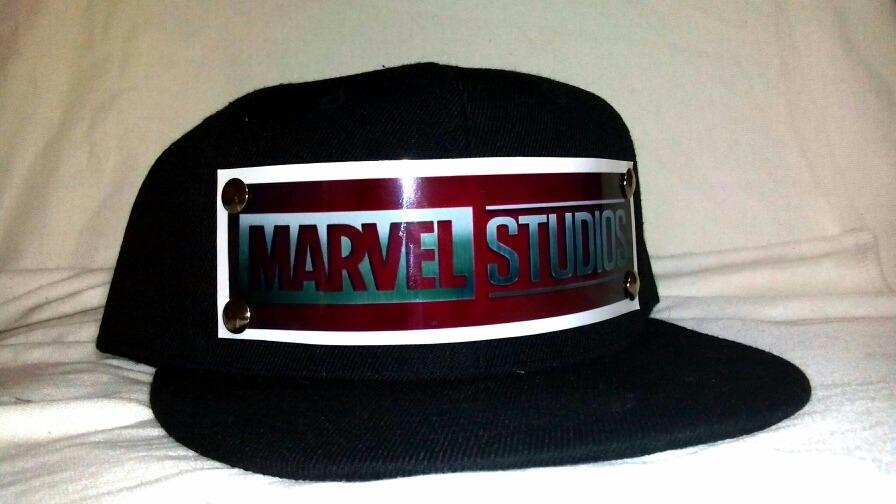 e0cf3ee868f17 Gorra Marvel Estudios Placa De Metal Plana -   90.00 en Mercado Libre
