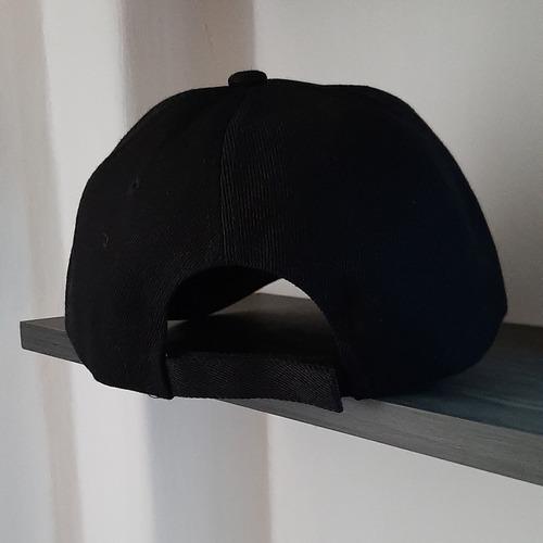 gorra negra, salva