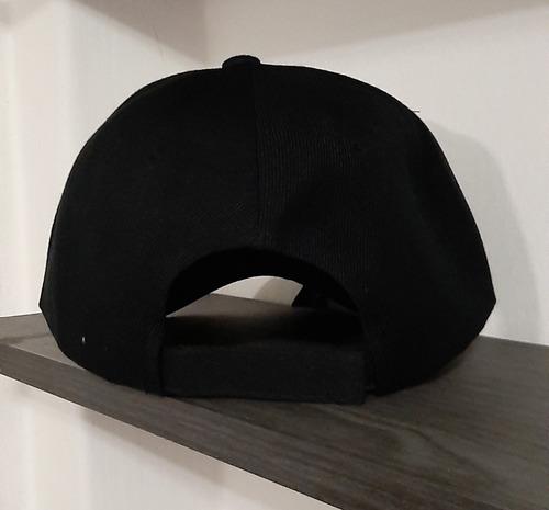 gorra negra, universo