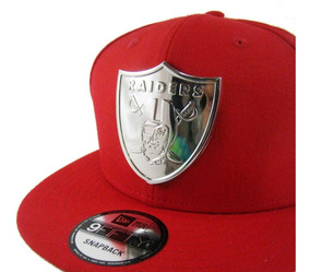 fd67ad5ede95de Gorra New Era Oakland Raiders Logo Metal Roja Exclusiva Nfl