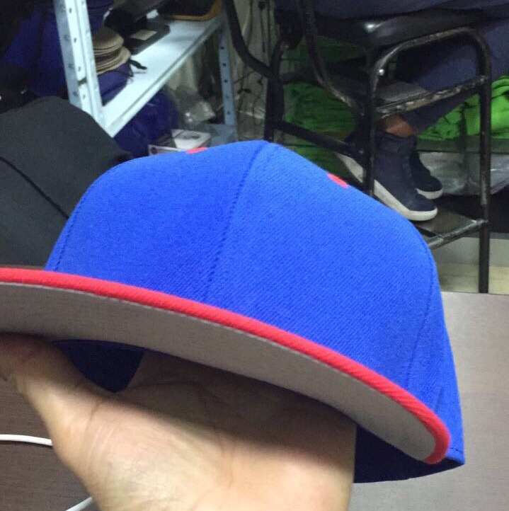 Gorra Plana Azul Con Rojo - Bs. 1.000 b4eef75cf85