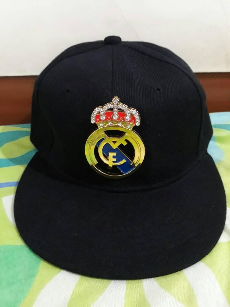 56df0c7f2ba4c Gorra Plana Del Real Madrid Ajustable Para Caballeros - Bs. 30.000 ...