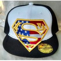Gorra Superman Plana Ajustable De Broche Negra / Blanco.