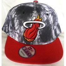 Gorra Miami Heat Gris / Rojo Plana Ajustable De Broche.