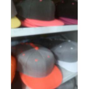 16f546435e8e3 Gorras Planas Unicolores Para Bordar - Gorras en Mercado Libre Venezuela