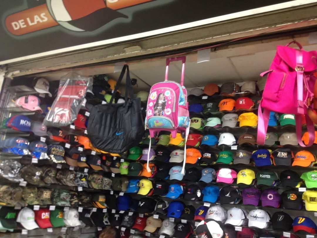 gorras tipo snapback y bolsos para dama al mayor y detal. Cargando zoom. c39501c43c66