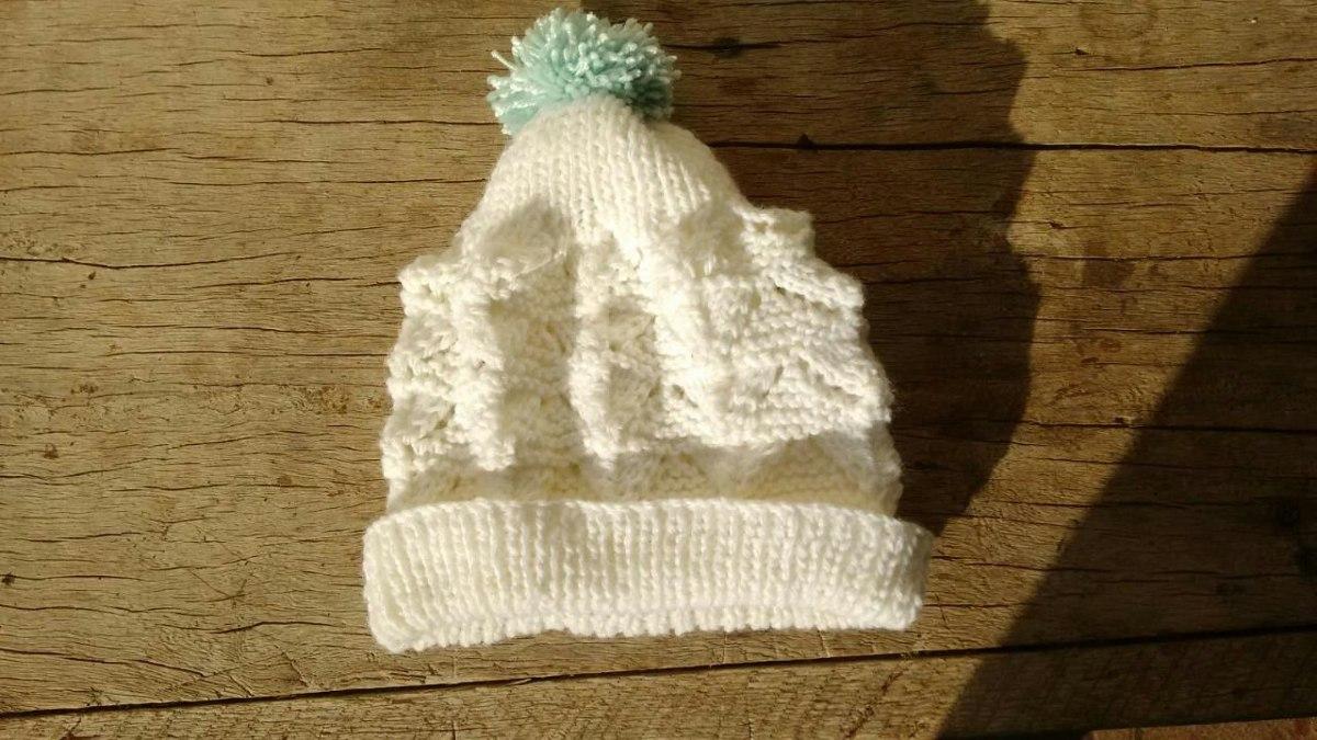gorrinho gorro touca rn bebe de tricô feito a mão com lã. Carregando zoom. bfcf8a66aea