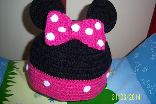 gorro al crochet diferentes motivos mickey, minnie, lechuza