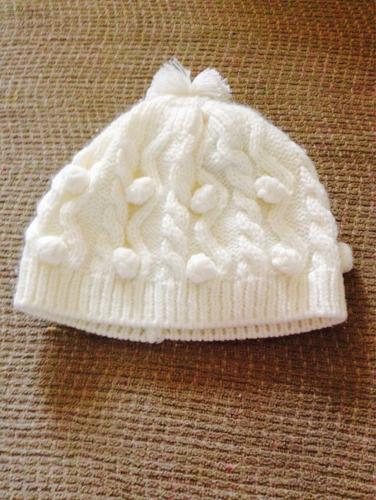 gorro de lana con pompón marca doit