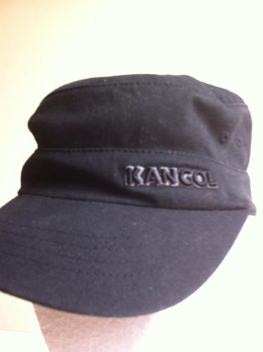 gorro kangol, tipo militar, color negro.-