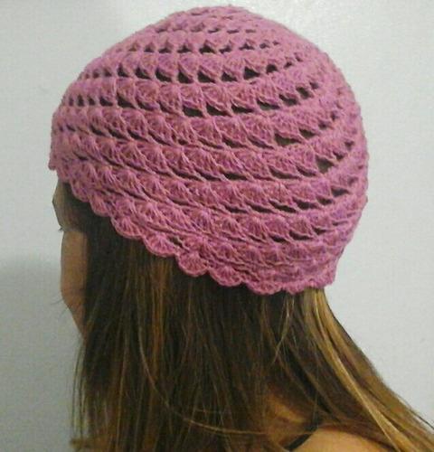 gorro para dama, tejido a crochet en conchitas diagonales
